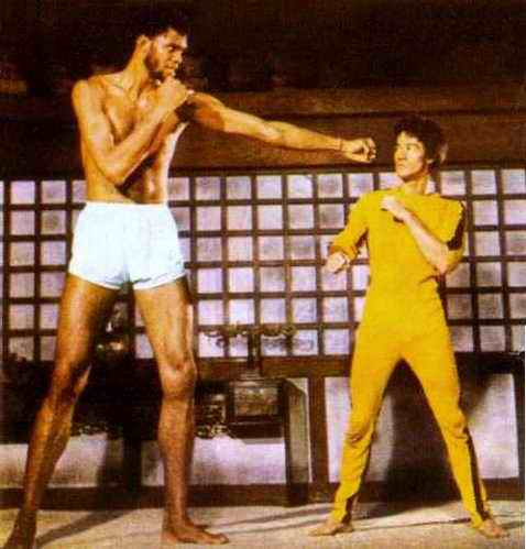 Bruce Lee Yellow Jumps...