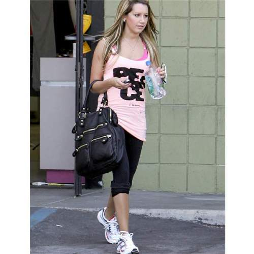 ashley-tisdale-linea-pelle